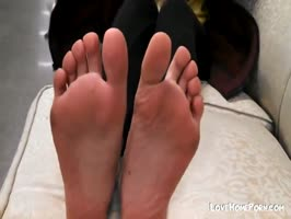 Teen shows feet to foot fetish guy