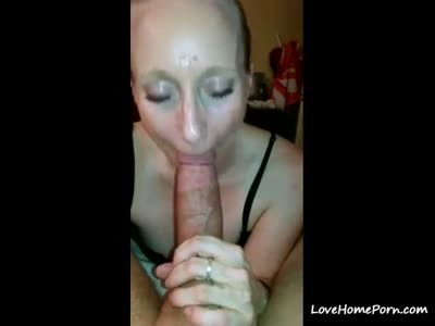 Mature lady shows her amazing blowjob skills and swallows