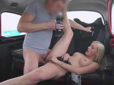 Sexy amateur blonde customer gets steamy taxi massage