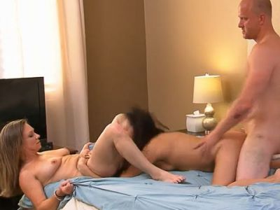 Amateur couple tries a threesome with an asian hottie