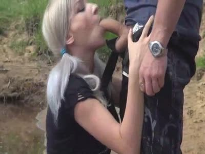 German girl blowjob outdoor