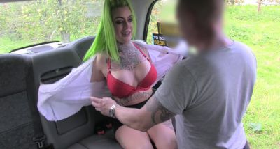 Big assed babe Madison Phoenix gets fucked in the backseat