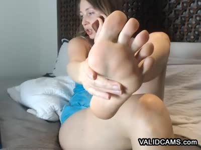 Intriguing Amateur Feet Showing Courtesan