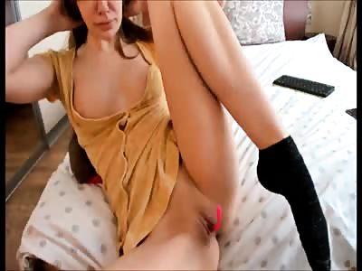 chartube scarlet23xxx milf fingering rosy pussy on bed - osirisporn.com