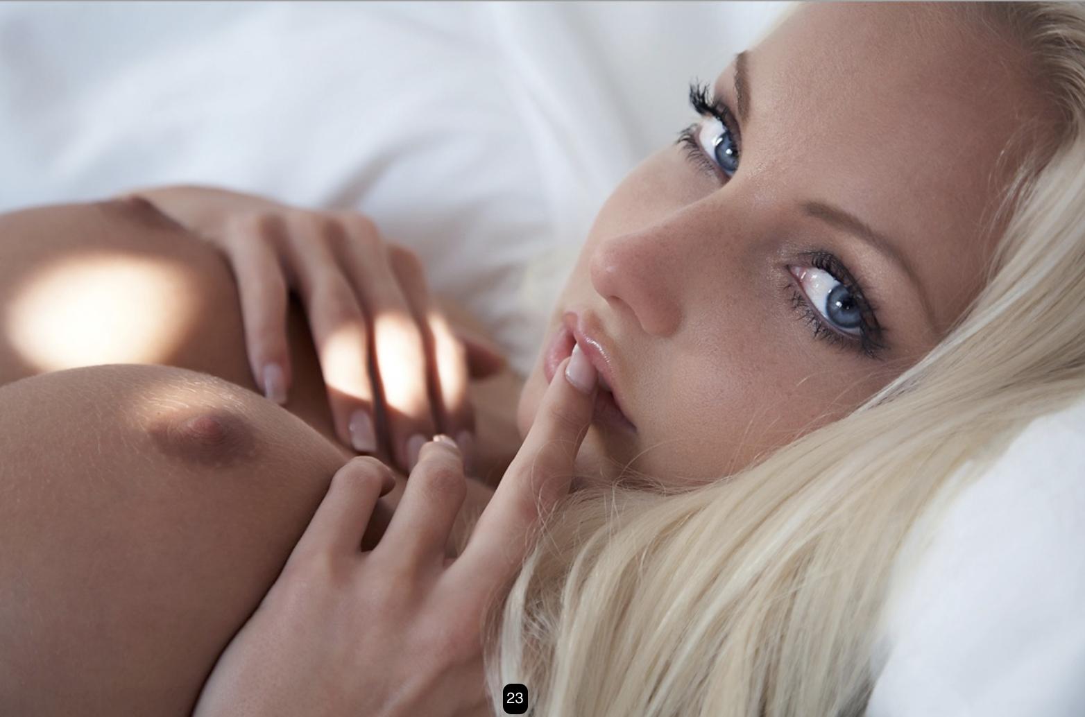 Hottest Lesbian Blonde porn movie